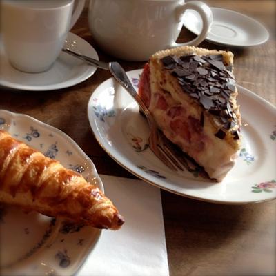 Erdbeerkuchen bei Louise Chérie Café
