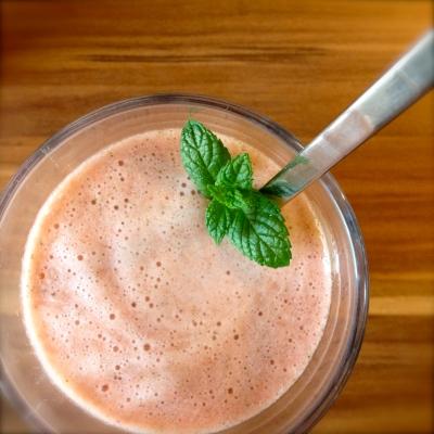 Himbeer-Ananas-Minz-Smoothie